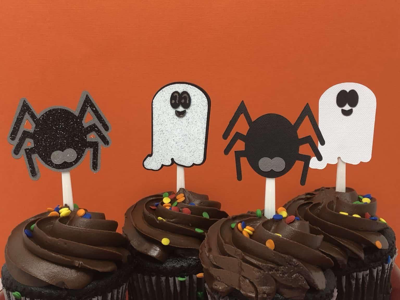 using cricut offset versus not using cricut offset on cupcake toppers